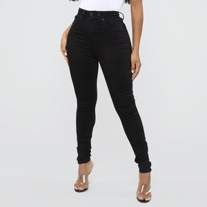 Booty Lifting Jeans in Black
